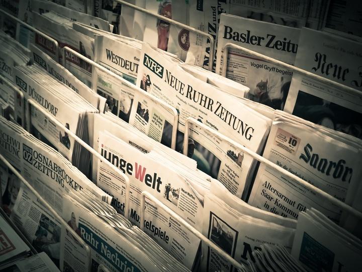 Zeitungen als Symbolbild für Wahlkampf.