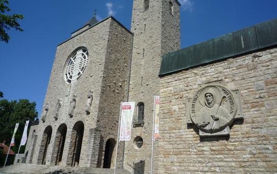 Blick auf die Abteikirche Münsterschwarzach.