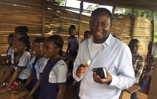 Blaise Opanachi besucht afrikanische Schule