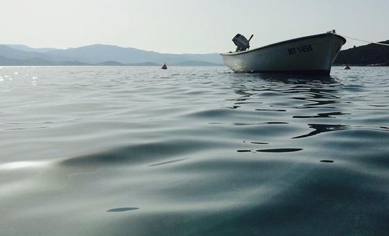 Kleines Boot auf dem Wasser