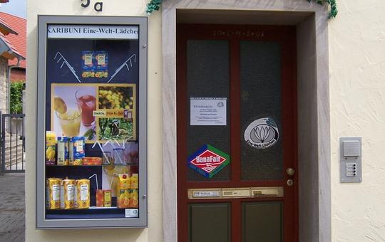 Eingang Eine-Welt-Laden Karibuni in Reichberg