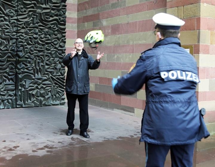 Bischof Franz unterstützt die Präventionskampagne #KopfEntscheidung des Polizeipräsidiums Unterfranken