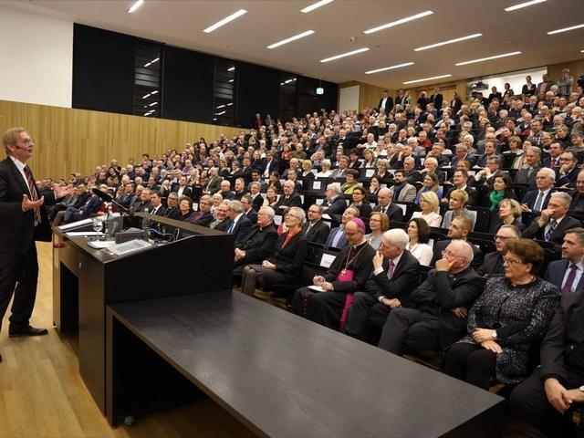 Professor Dieter Thomä spricht beim Würzburger Diözesanempfang 2020