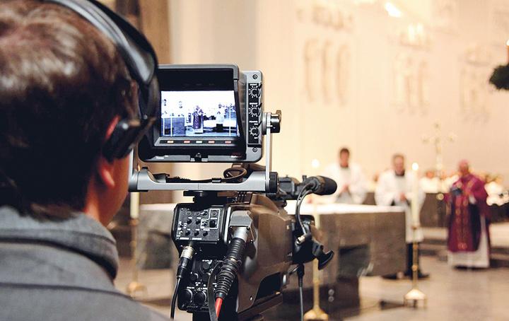 Kameraaufnahme eines Gottesdienstes
