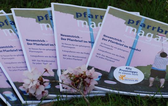 Das Internetportal www.pfarrbriefservice.de bietet eine Sonderpublikation für die Kar- und Ostertage an.