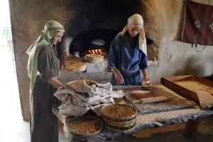 Nazareth Village - Frauen beim Brotbacken