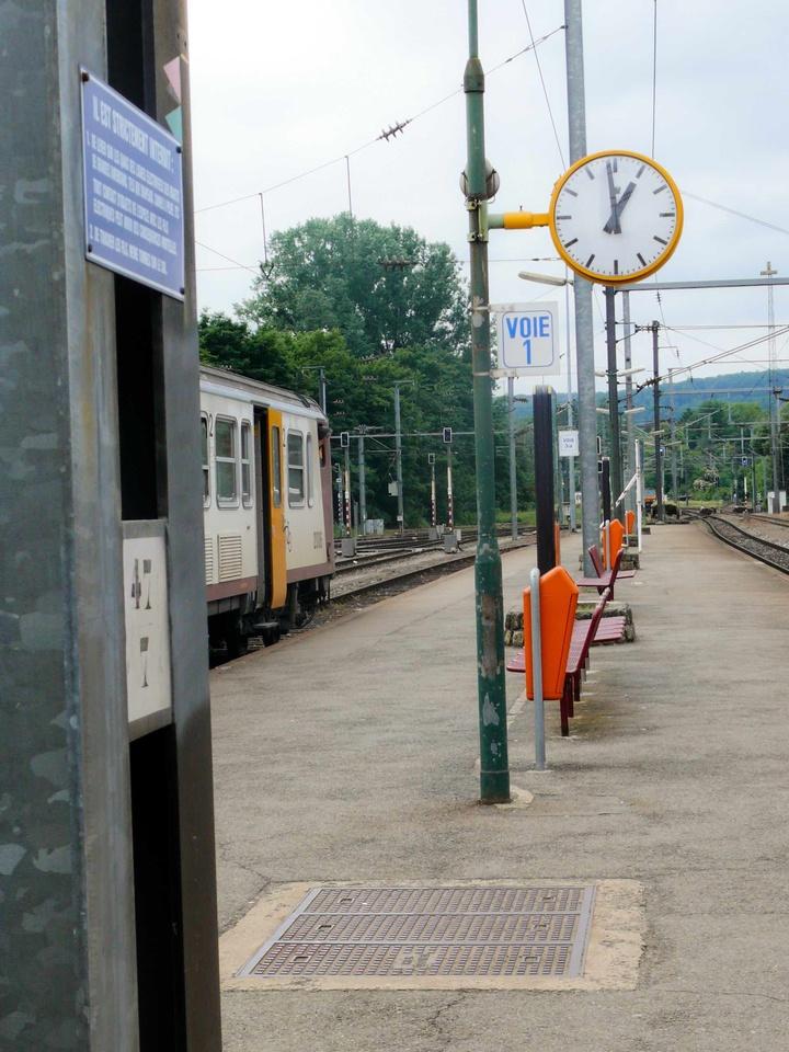 Gleis am Bahnhof