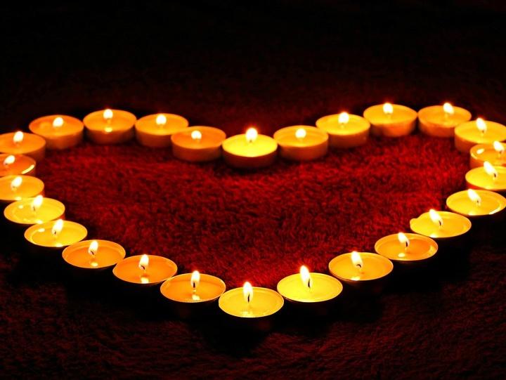 Herz aus Kerzen