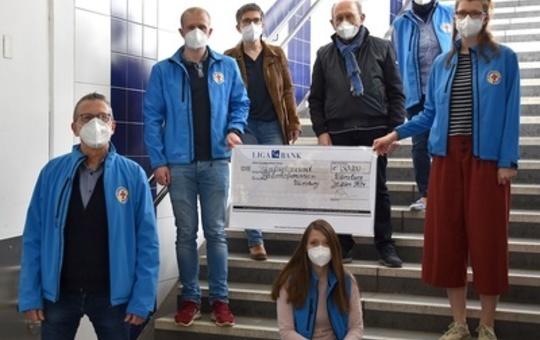 Der Förderverein des Bahnhofsmission spendet 50 000 Euro.