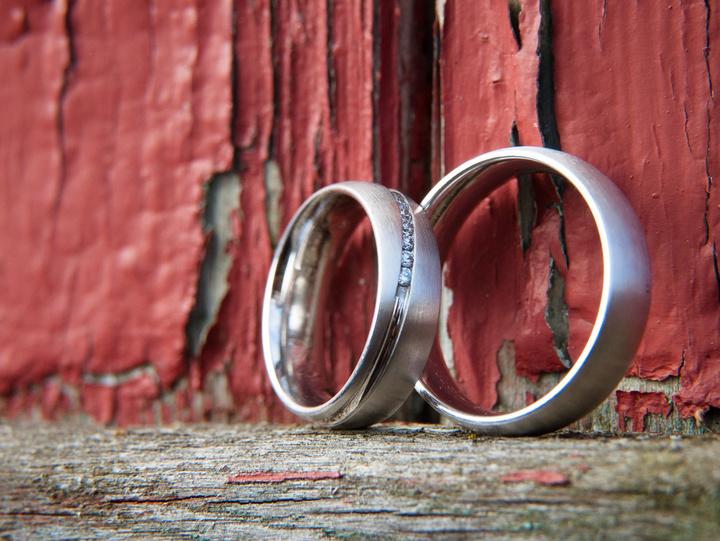Die Eheringe als Symbol für den gemeinsamen Lebensweg