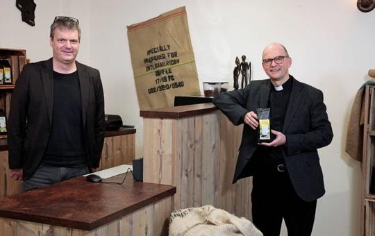 Bischof Franz zu Besuch beim Verein Würzburger Partnerkaffee