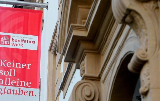 Die katholischen Christen aus dem Bistum Würzburg haben im Jahr 2019 insgesamt rund 191.000 Euro in Kollekten und Einzelspenden für die Diasporahilfe des Bonifatiuswerks der deutschen Katholiken gegeben.