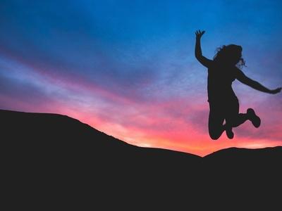Frau zeigt Freude