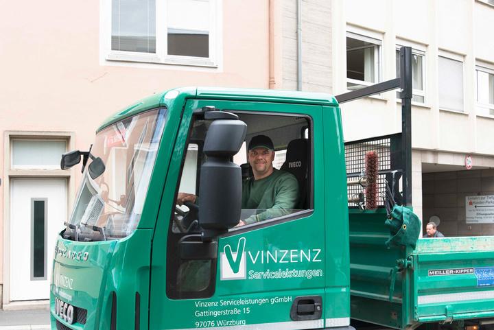 LKW der Vinzenz-Werke Garten- und Landschaftsbau