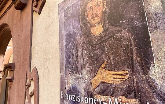 Eingang des Würzburger Franziskanerklosters