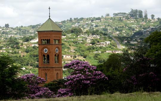 Der Kirchturm des Klosters Mariannhill in Afrika