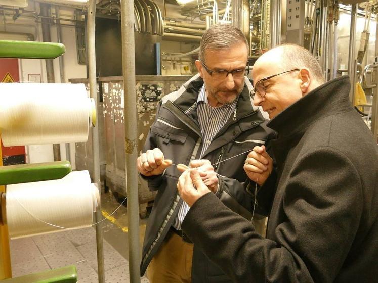 Bischof Franz Jung zu Besuch im Industrie Center Obernburg
