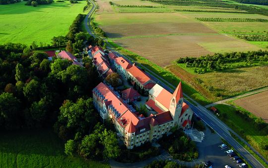 Außenansicht Kloster Sankt Ludwig Wipfeld