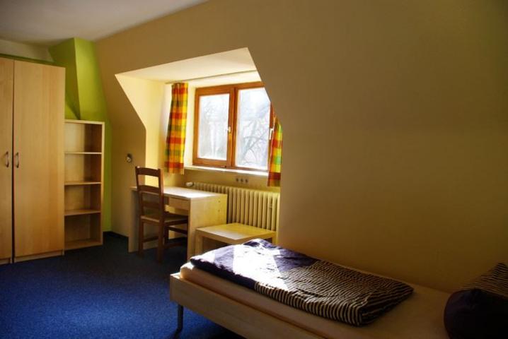Zimmer im Kolping Jugendwohnheim Schweinfurt