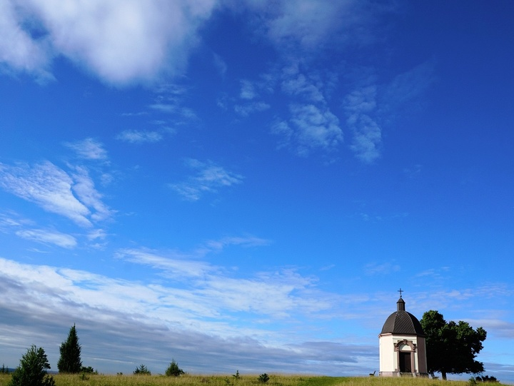 Kapelle mit Himmel
