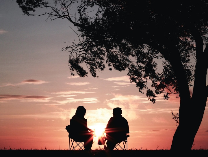 Gespräch bei Sonnenuntergang