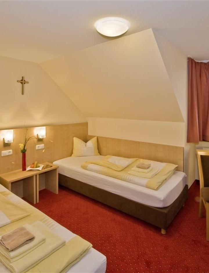 Zimmer der Benediktushöhe Retzbach