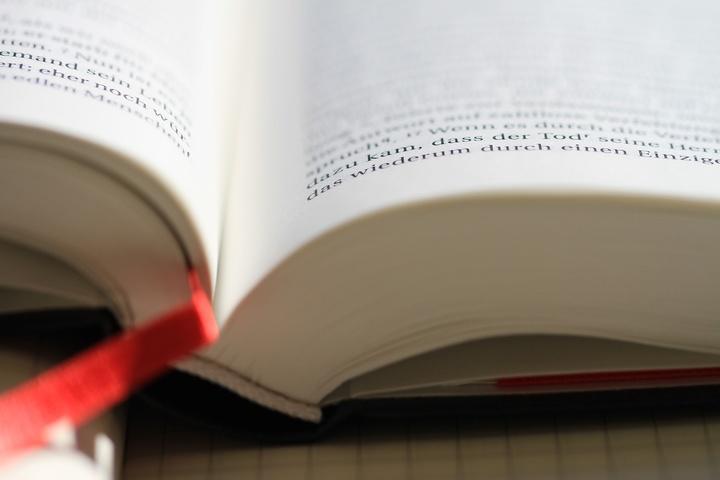 Eine aufgeschlagene Bibel