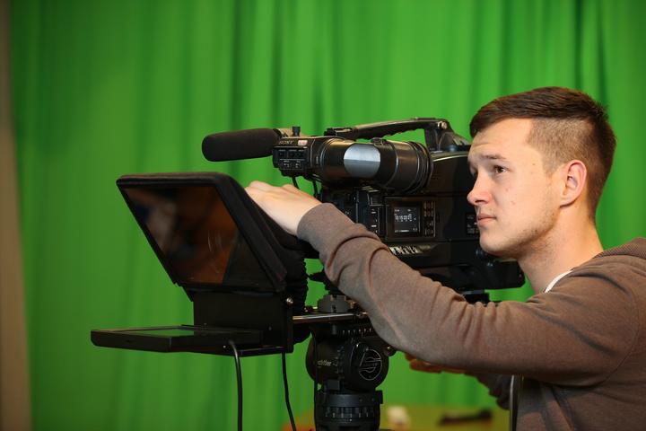 Ein Kameramann filmt.