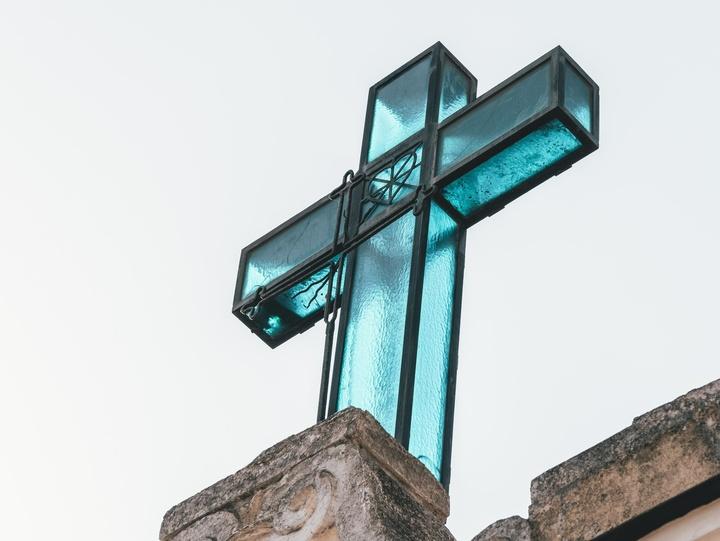Blaues Kreuz im Freien