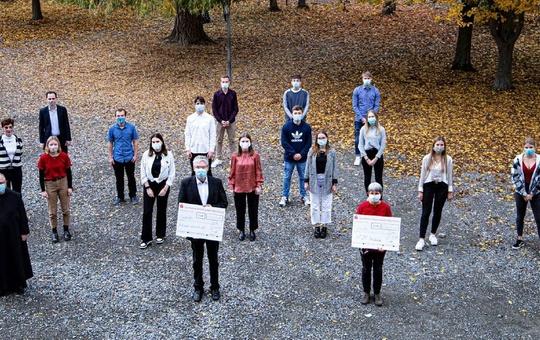Spendenübergabe der Schüler des Egbert-Gymnasiums aus Münsterschwarzach