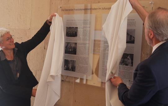 Gedenktafel für Oberzeller Franziskanerinnen im Juliusspital