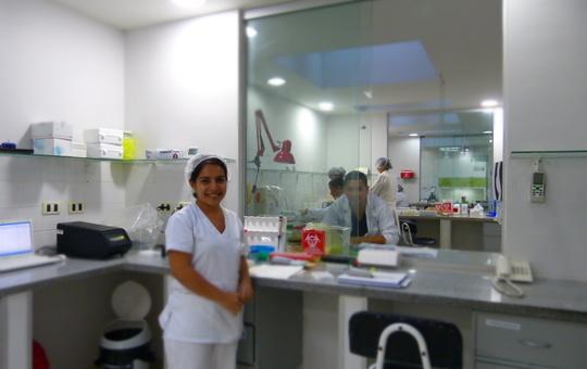 Deutsche Mitarbeiterin in Gesundheitszentrum in Bolivien