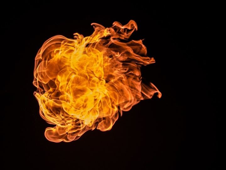 Flamme im Dunkeln