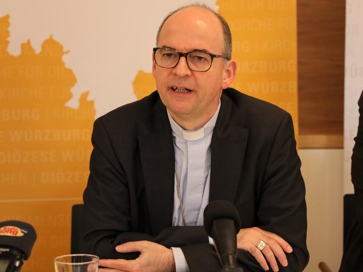 Bischof Franz Jung bei der Pressekonferenz zum Jahresauftakt.