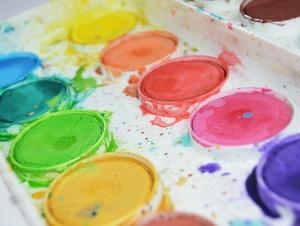 Wasserfarben in einem Malkasten