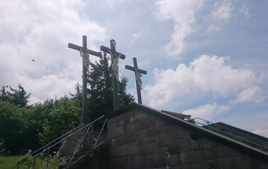 Blick auf die Kreuzigungsstatio auf dem Kreuzberg.