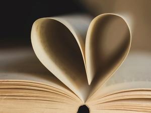 Herz aus Buchseiten