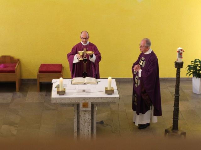 Bischof Franz Jung feiert Gottesdienst im Juliusspital