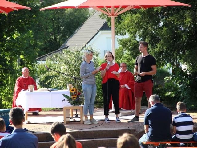 Weihbischof Ulrich Boom feiert Jugendgottesdienst in Jugendhaus St. Kilian in Miltenberg