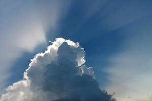 Wolke und Sonnenstrahlen