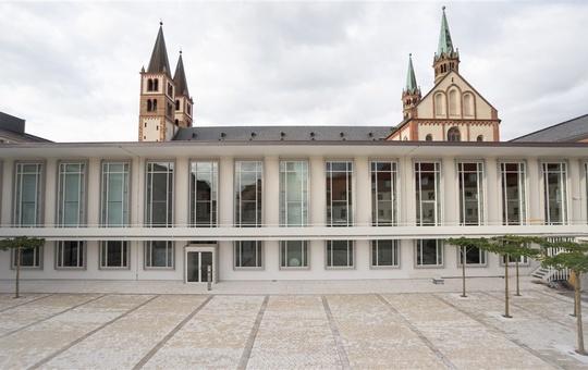 Außenansicht des Würzburger Burkardushauses