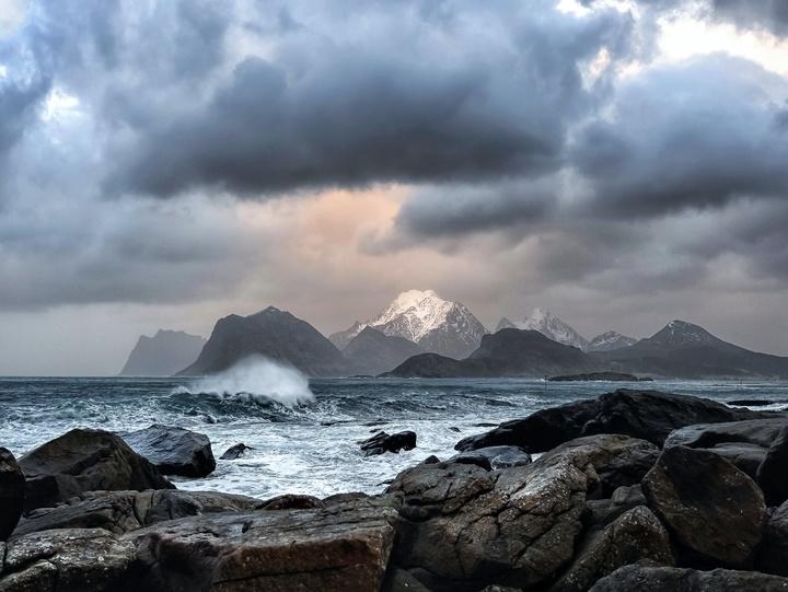 Aufziehender Sturm an der Meeresküste