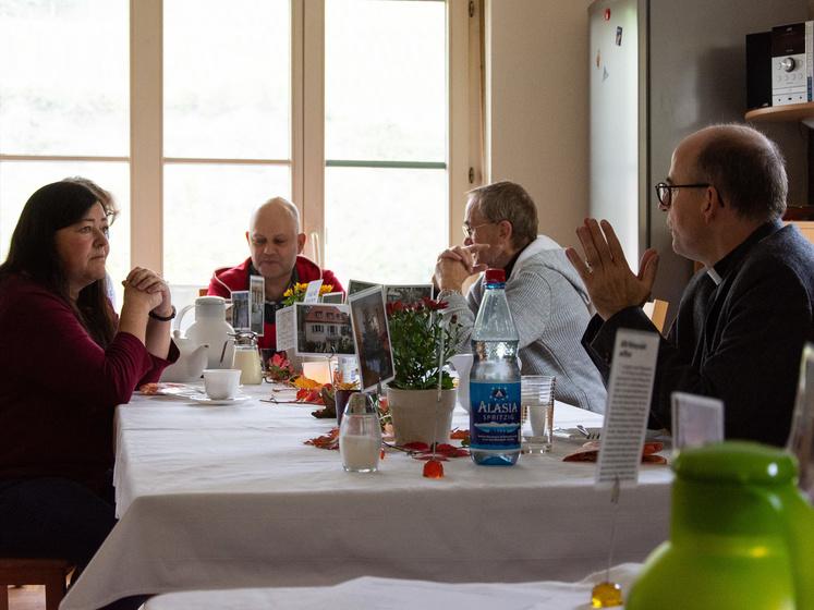 Bischof Franz Jung zu Besuch in der Aids-Wohngruppe