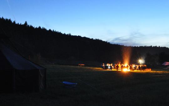 J-GCL Zeltlager mit Lagerfeuer