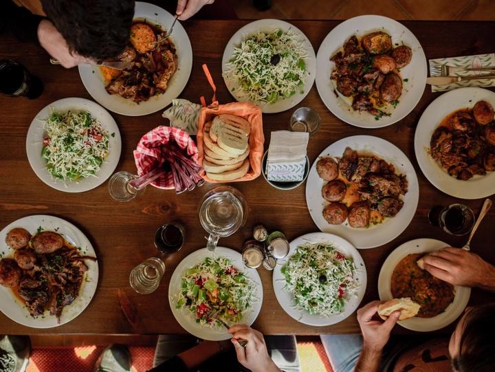 Festmahl mit Freunden
