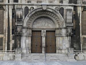 Eine Atempause in einer Kirche einlegen