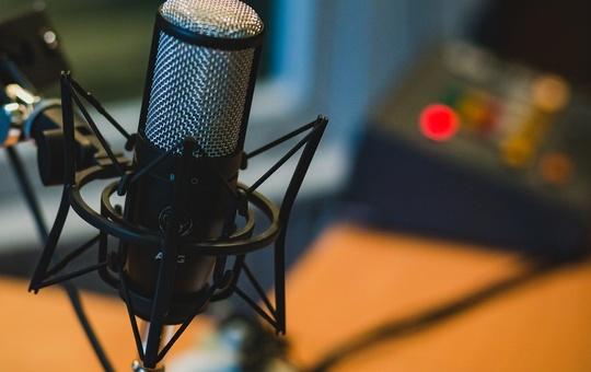 Mikrofon als Symbolbild für einen Podcast.