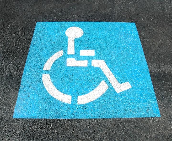 Zeichen für einen Behindertenparkplatz