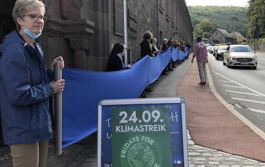 Klimastreik vor dem Kloster Oberzell