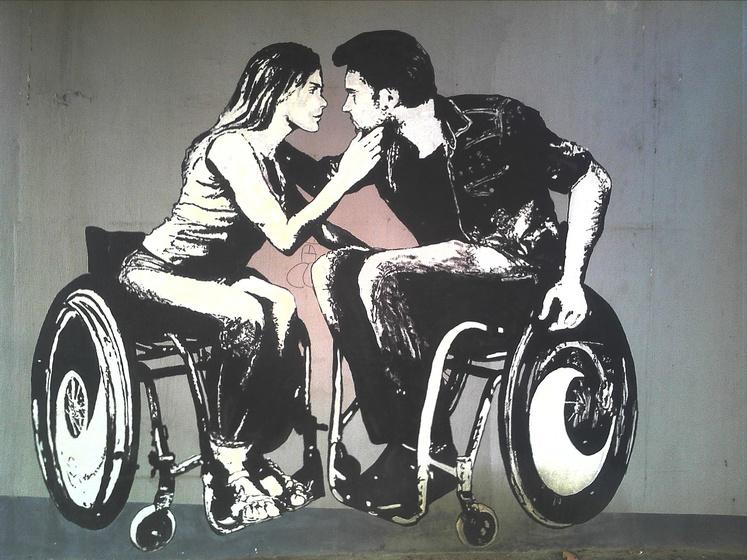 Liebespaar im Rollstuhl